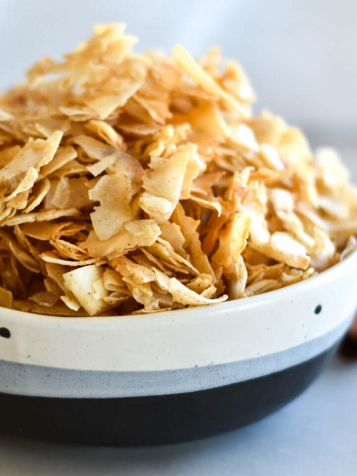 paleo pumpkin spice coconut chips-featured image